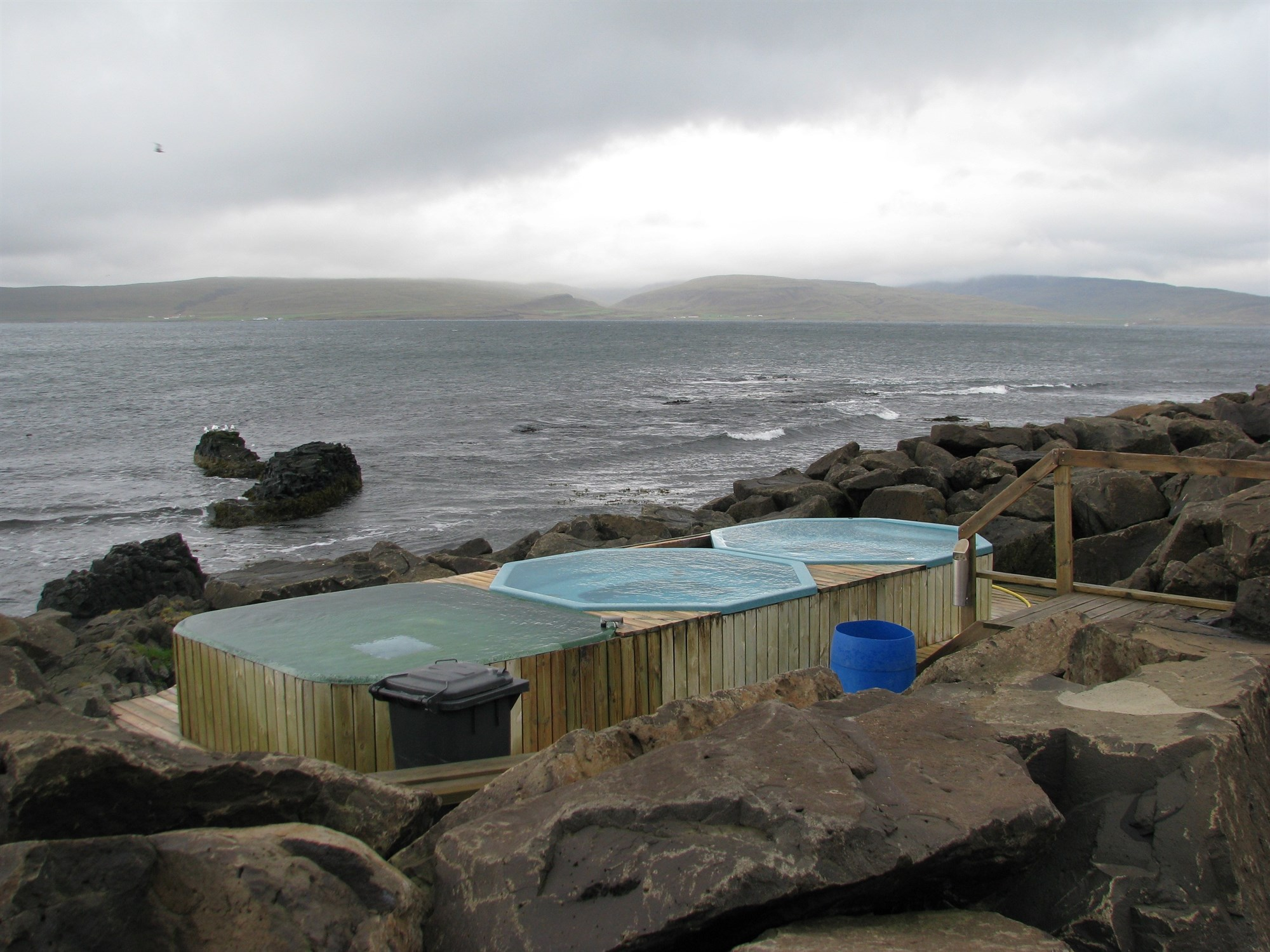 Drangses hot tubs in front of the sea in Iceland